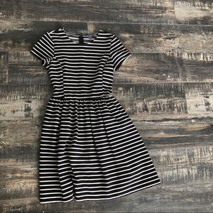 🍂Black and white stripped dress with cap sleeves